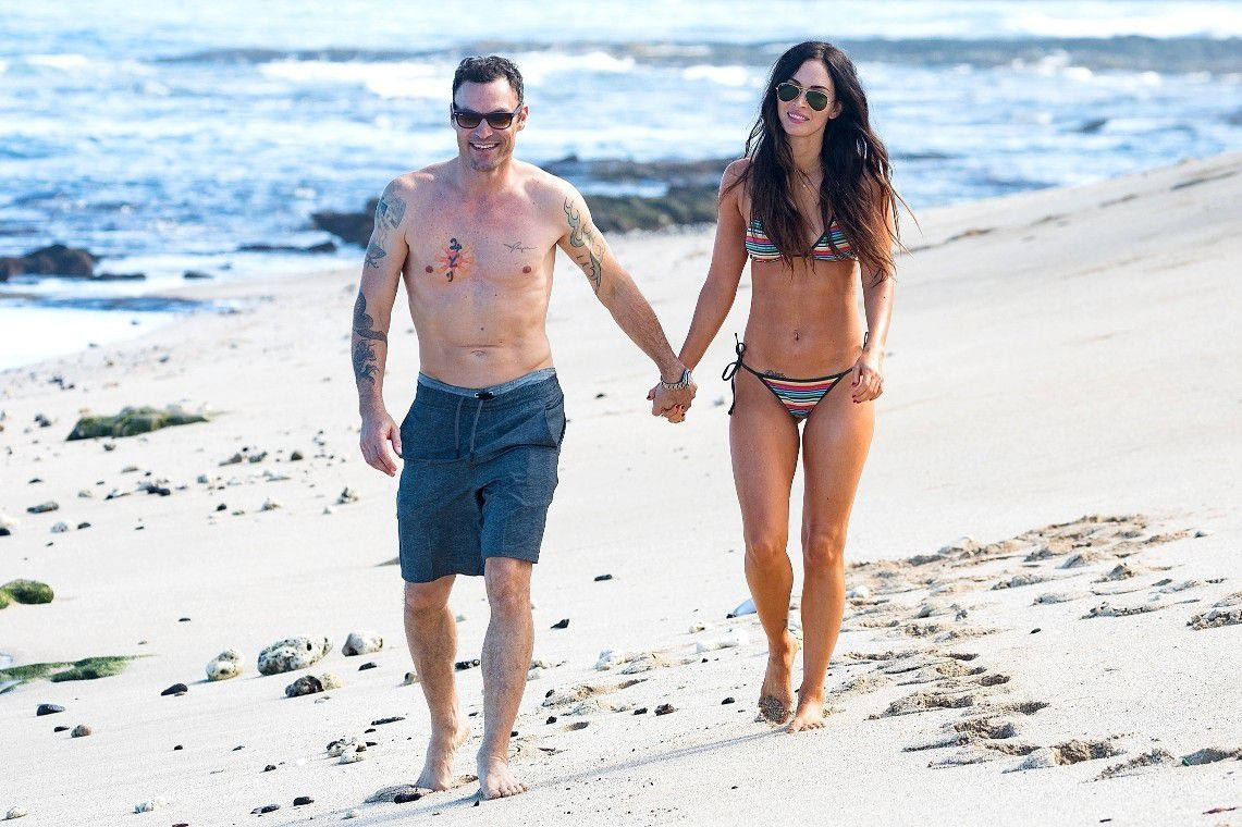 megan-fox-wearing-a-bikini-on-the-beach-in-hawaii-7835
