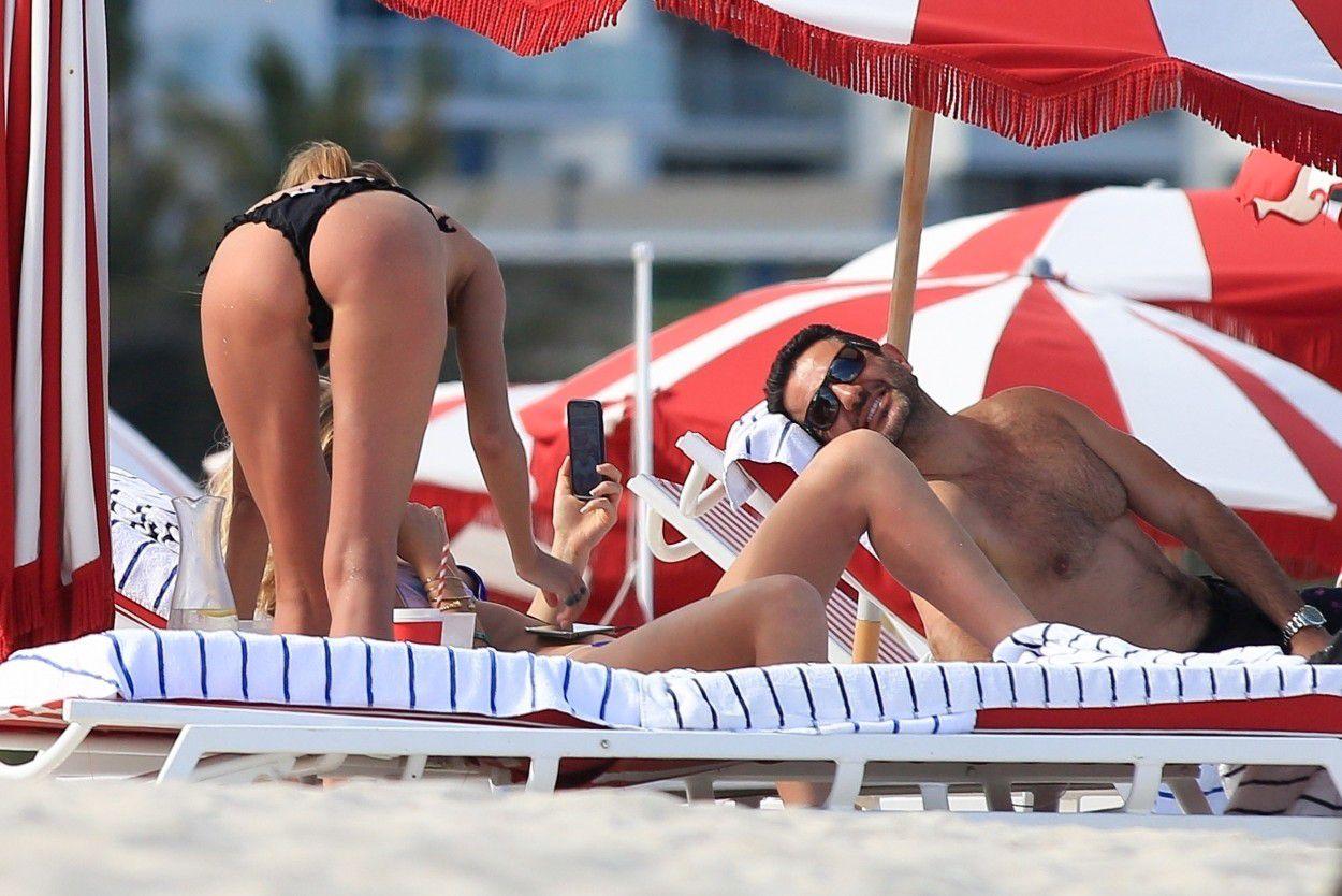 toni-garrn-sunbathing-topless-on-the-beach-in-miami-1629
