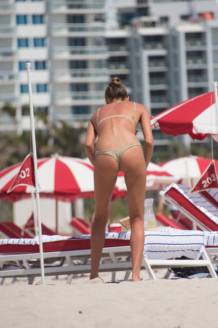 toni-garrn-sunbathing-topless-on-the-beach-in-miami-1652