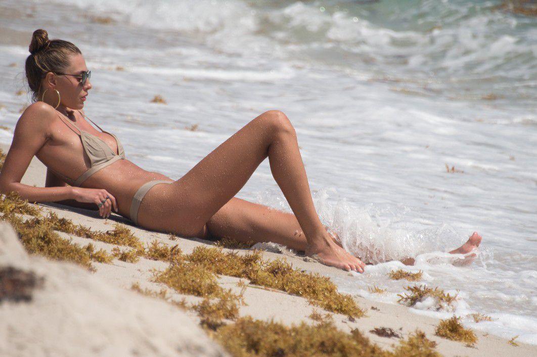 toni-garrn-sunbathing-topless-on-the-beach-in-miami-3950