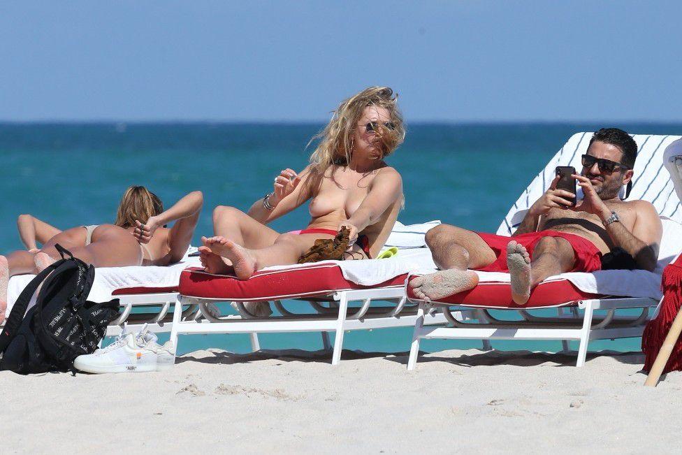 toni-garrn-sunbathing-topless-on-the-beach-in-miami-5372