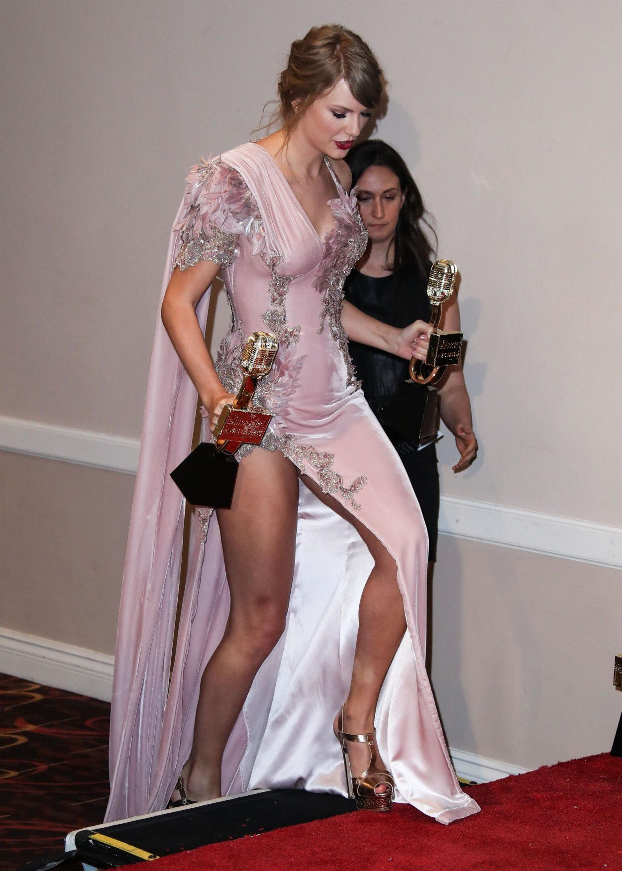 Taylor swift upskirt pic question congratulate